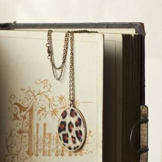 Panterkowy medalion na łańcuszku