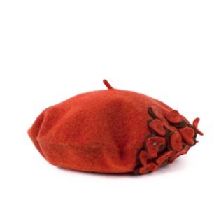 Wełniany beret z aplikacją