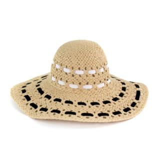 Naturalny, elegancki kapelusz na lato